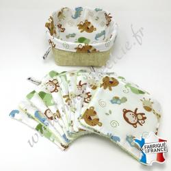 Lingettes lavables, coton imprimé animaux de la savane, éponge de bambou écru et verte, panier en tissu écru, Migrette et Cie